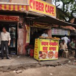 A cyber cafe in Jaipur that serves deep fried snacks!
